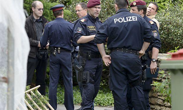 Die Polizei am Ort des Geschens im 23. Wiener Gemeindebezirk.