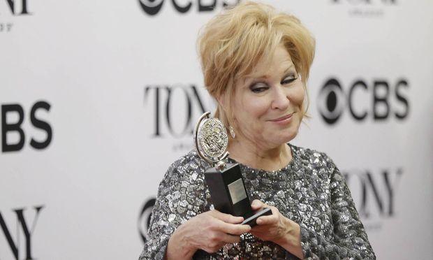 Schauspielerin Bette Midler stiehlt allen die Show