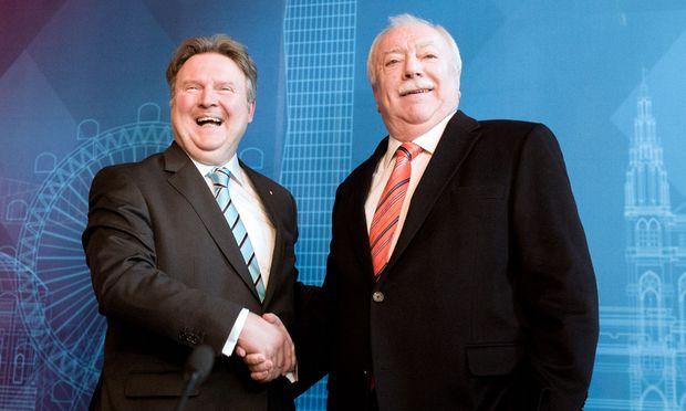 Endlich fix: Michael Häupl erklärt, dass er am 24. Mai an Michael Ludwig das Bürgermeisterbüro übergibt. (v. re.).