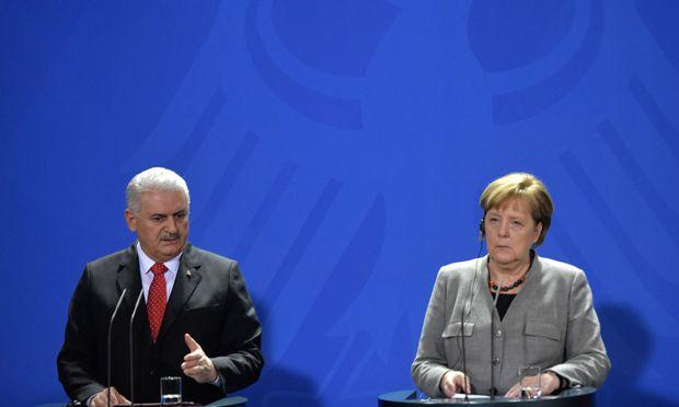 Angela Merkel empfängt türkischen Premier Yıldırım.