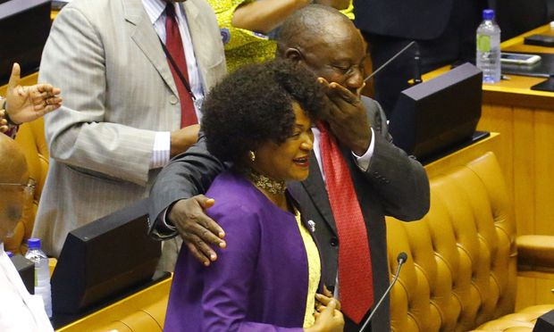 Von der Kür in Kapstadt überwältigt: Präsident Cyril Ramaphosa neben der Parlamentspräsidentin.