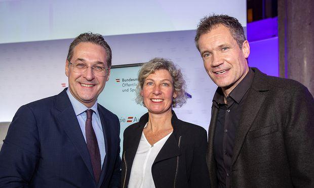 Armin Assinger (r.) mit Sportminister Heinz-Christian Strache (l.) und ÖSV-Frauenbeauftragter Petra Kronberger (Mitte)