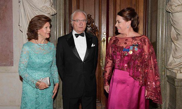 Nina Stelle (rechts) mit Schwedens Königin Silvia und Schwedens König Carl XVI Gustaf