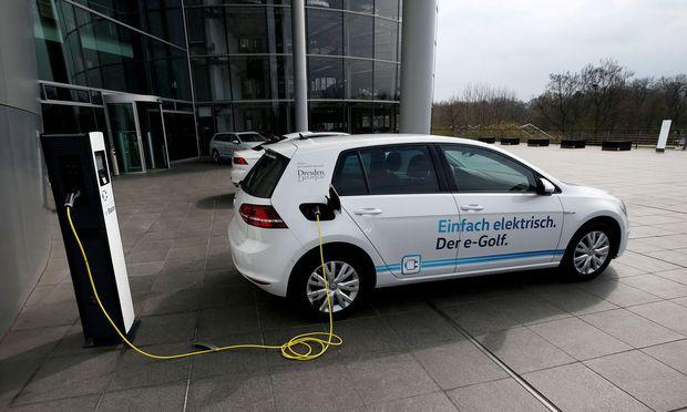 Für E-Autos soll 2019 der Luft-100er auf der Autobahn fallen