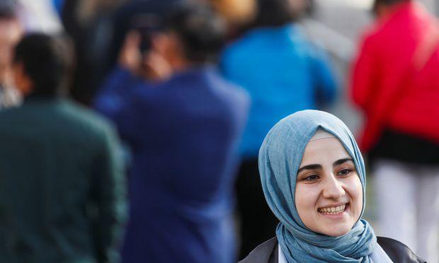 Symbolbild: Frau trägt einen Hidschab