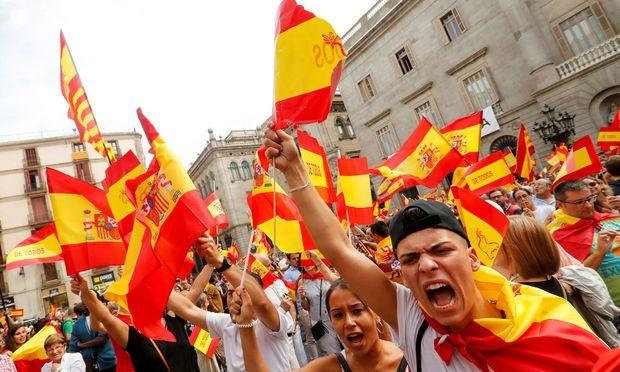In Barcelona wurde gestern nicht nur für die Unabhängigkeit, sondern auch für die Einigkeit Spaniens demonstriert.
