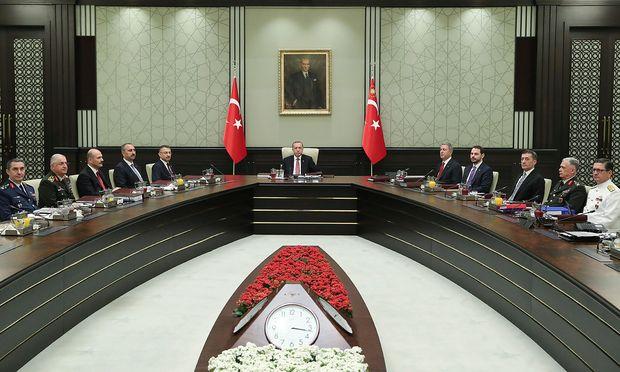 Der türkische Präsident wirft dem Geistlichen Spionage vor.