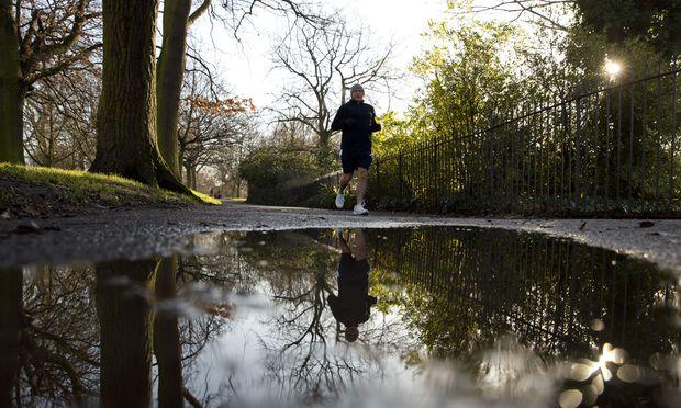 Regelmäßige Bewegung baut Übergewicht ab und Selbstwertgefühl auf.