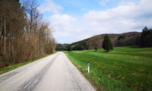 Radeln im Wienerwald: Nach der Steigung ist vor der Steigung.