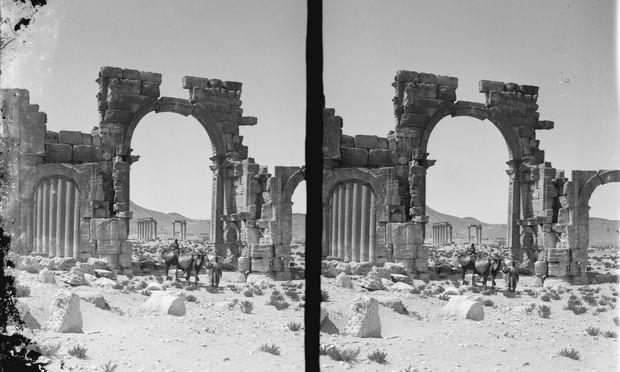 Die drei Triumpbögen aus Palmyra in einer historischen Aufnahme um 1900