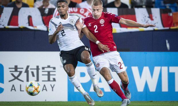 Danmarks Rasmus Nissen Kristensen og Tysklands Benjamin Henrichs under U 21 EM kampen mellem Danmar