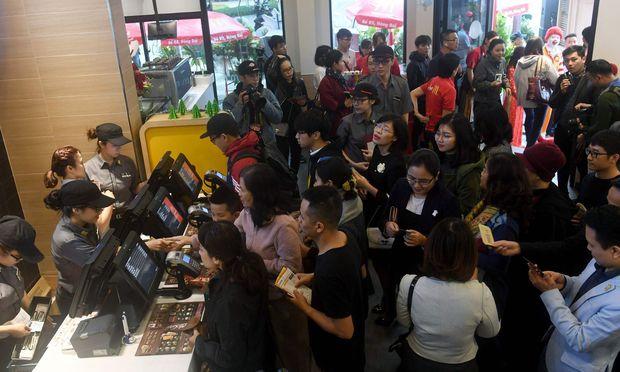 Eröffnung der ersten McDonald's-Filiale in Hanoi