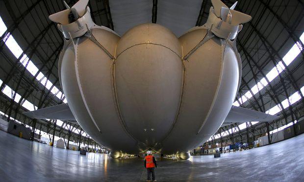 Losgerissen: Mega-Luftschiff Airlander 10 zu groß für Haltemast?