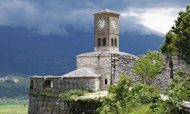 Gewitterstimmung über der Festung von Gjirokastra.