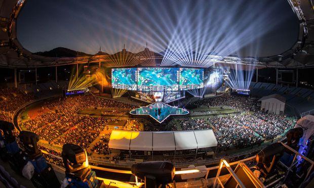 """Zig Millionen Fans verfolgten das Finale der """"LoL""""-WM vor dem Bildschirm. 50.000 im Stadion. / Bild: Getty Images"""