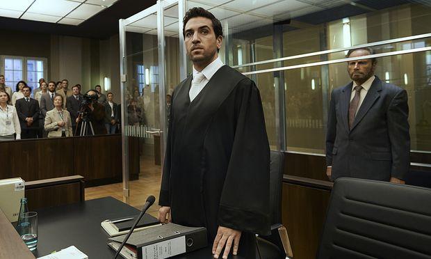 Mit großem Eifer verteidigt Jungjurist Caspar Leinen (Elyas M'Barek) einen Mörder.