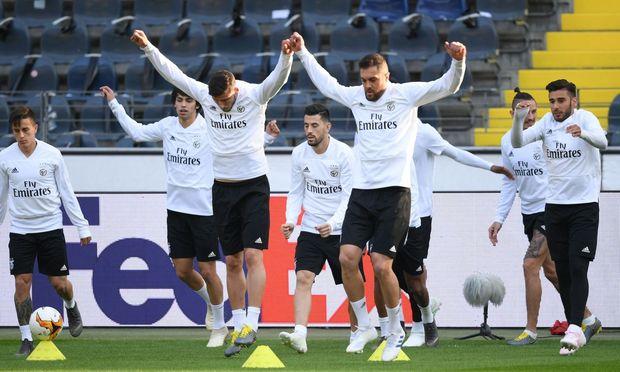 Einen 2:4-Rückstand muss Eintracht Frankfurt im Viertelfinalrückspiel der Europa League aufholen.