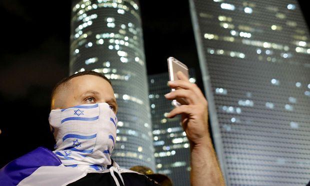 Archivbild von der Demonstration Tausender Israelis gegen die Feuerpause auf Gaza.