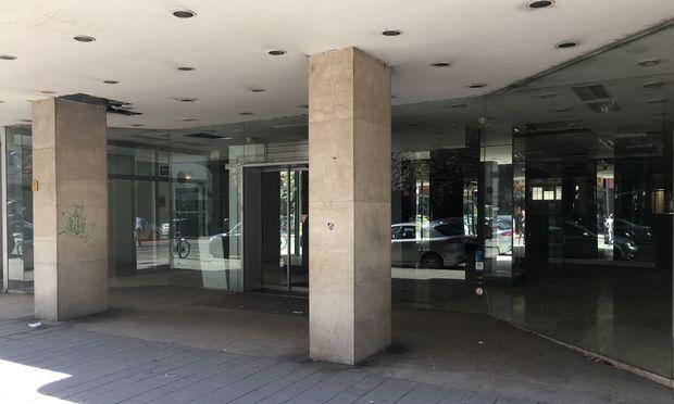 Immer mehr Geschäfte in den Städten stehen leer.