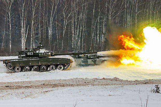 Panzer der Kantemirowskaja-Division bei einer Übung
