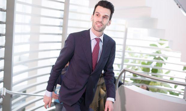 """FPÖ-Spitzenkandidat Udo Landbauer sei eine """"integre, honorige Persönlichkeit"""", so Landesparteichef Walter Rosenkranz."""