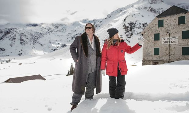 """Nicholas Ofczarek und Julia Jentsch sind das sehr gegensätzliche Ermittlerpaar in der neuen Sky-Serie """"Der Pass"""". / Bild: Sky Deutschland AG"""