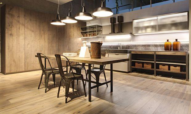 Kochlabor. K-Lab von Ernestomed: offene Metallstrukturen, die zur Küchenwerkstatt werden.