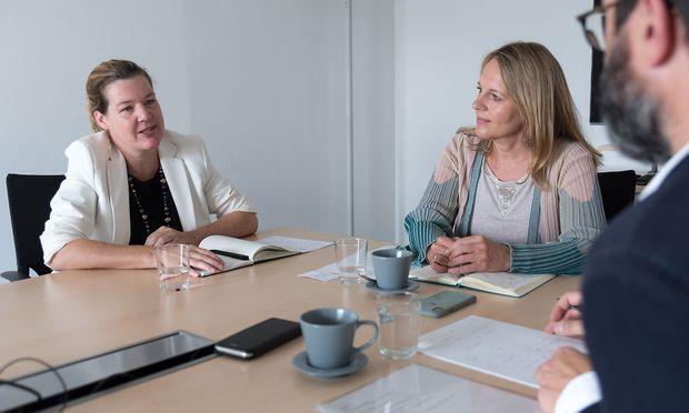 """Natscha Kantauer-Gansch (links) und Uta-Maria Ohndorf im Gespräch: """"Man muss sich selbst aktualisieren."""""""
