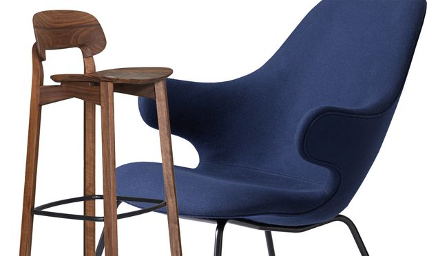 """""""Nonoto"""", die Stuhlfamilie von Zeitraum, bekommt große Brüder: Barhocker von Läufer+Keichel (l.). Jaime Hayon entwarf den """"Catch""""-Lounge Chair für den dänischen Hersteller &Tradition (r.)."""
