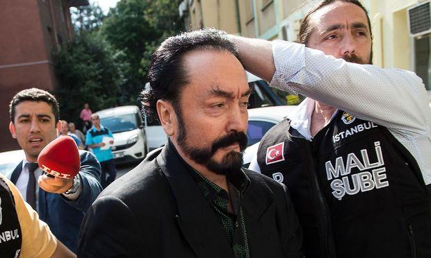Die Polizei hat Sektenführer Adnan Oktar verhaftet