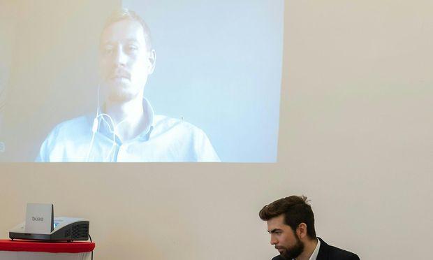 Zirngast per Videoschaltung im Presseclub Concordia.