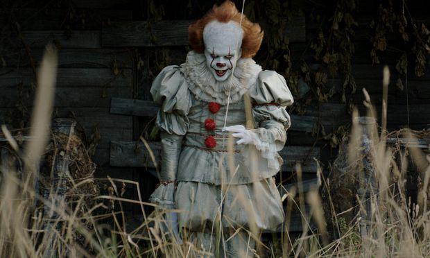Ein Clown, der sich ins popkulturelle Gedächtnis eingebrannt hat − diesmal spielt ihn Bill Skarsgård.