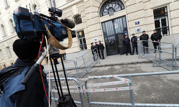 Strafprozesse ziehen die Aufmerksamkeit der Medien auf sich: Im Bild das Landesgericht St. Pölten, wo Josef Fritzl  2009 zu lebenslang verurteilt worden ist