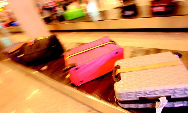 Gängig. Immer buntere Koffer verreisen.