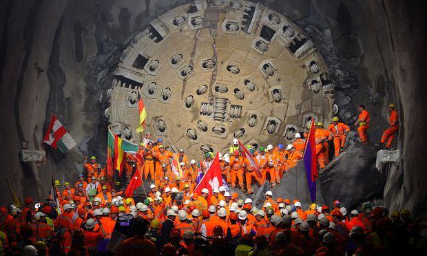 Schweiz Der Längste Tunnel Der Welt Diepressecom