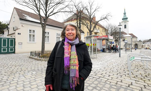 Architektin Ingrid Zdarsky in ihrem Wiener Lieblingsgrätzel. / Bild: (c) DIMO DIMOV