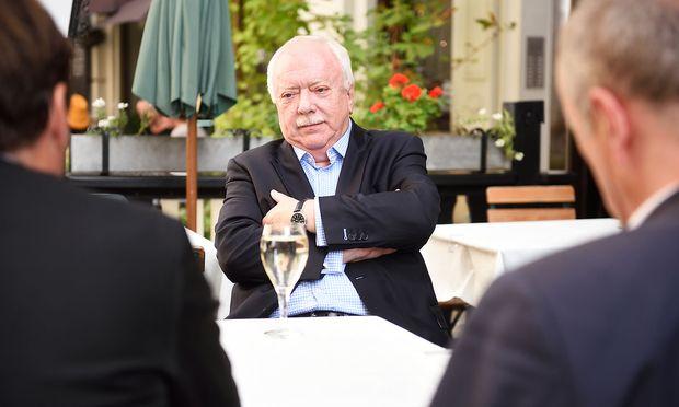 """Michael Häupl mit """"Presse""""-Chefredakteur Rainer Nowak und Chronik-Ressortleiter  Dietmar Neuwirth"""