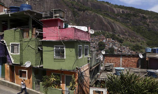 Solange es in den Favelas fließendes Wasser und WLAN gibt, ist alles in Ordnung: Diese verlockende Vision zeichnen die Apologeten der Ungleichheit.