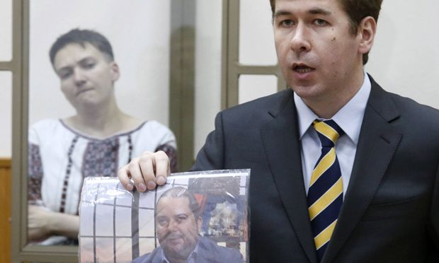 Archivbild: Ilja Nowikow im Gerichtssaal vor seiner Mandantin Nadja Sawtschenko
