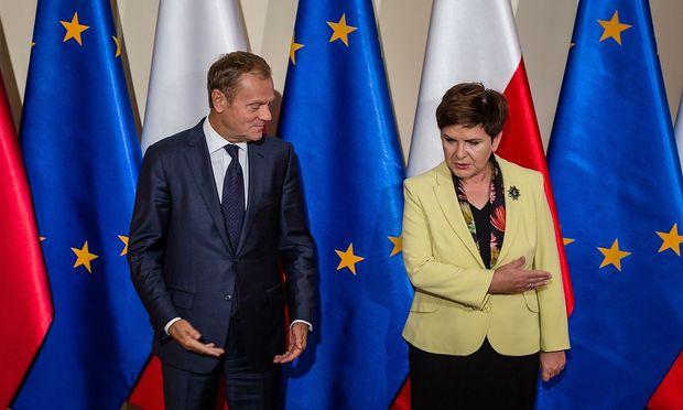 Die Spannungen zwischen Polens Regierungschefin Beata Szydlo und EU-Ratspräsident Donald Tusk sind augenscheinlich.