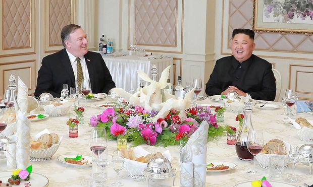 Pompeo und Kim bei einem Treffen vergangenen Oktober