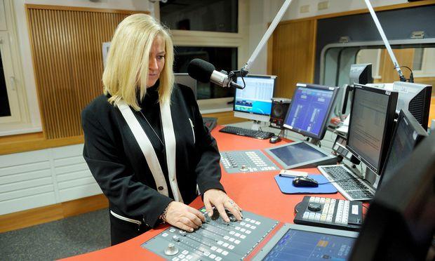 Mit Tonmeistern verbindet man Rundfunkstudios, das Berufsfeld ist heute aber vielfältiger geworden. Im Bild: Barbara Geisselbrecht-Harrer bei Radio Wien.