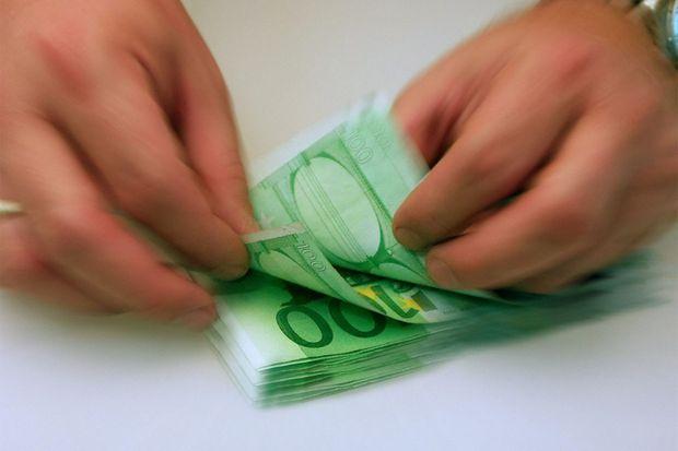 Im Jahr bekommen viele Bürger mehr Nettogehalt aufs Konto überwiesen. Alle Steuerzahler profitieren von etwas weniger Einkommensteuer. Das liegt vor allem daran, dass der Grundfreibetrag um Euro auf Euro steigt und zugleich der Steuertarif wegen eines Inflationsausgleichs verschoben wird.