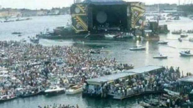 Der vermeintliche Massenansturm auf Italien waren die Zuschauer eines Pink Floyd Konzertes.