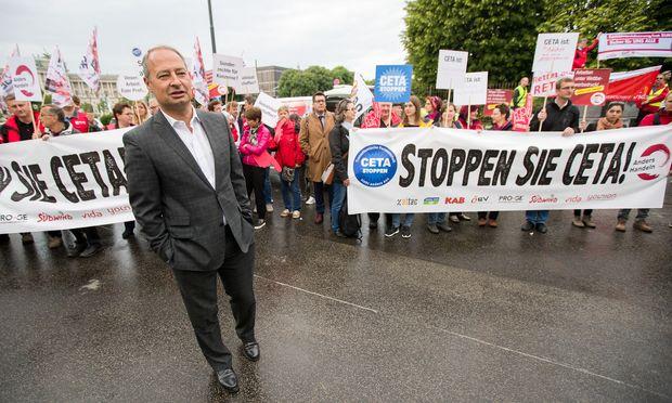Unter die Demonstranten mischte sich auch SPÖ-Klubobmann Andreas