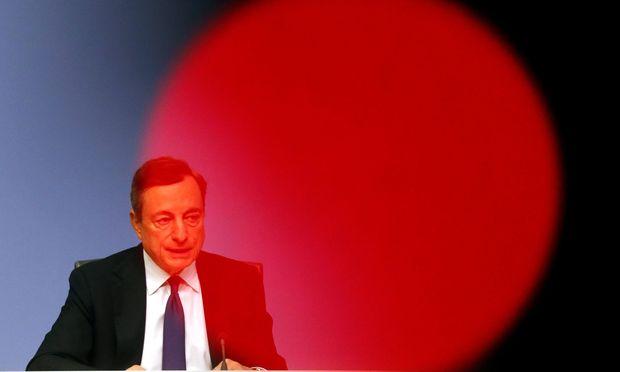 Rückt EZB-Chef Mario Draghi von der bisherigen Geldpolitik ab?