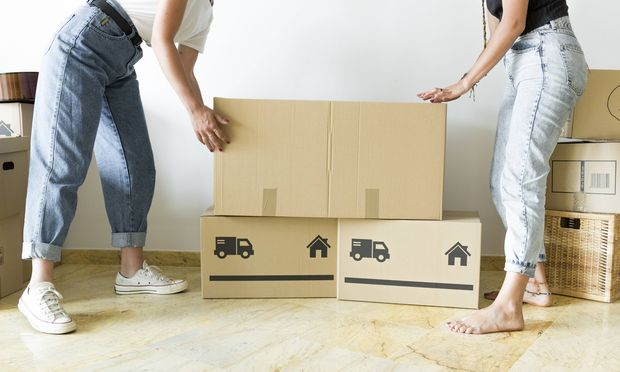 Two friends moving into new home model released Symbolfoto property released PUBLICATIONxINxGERxSUIx