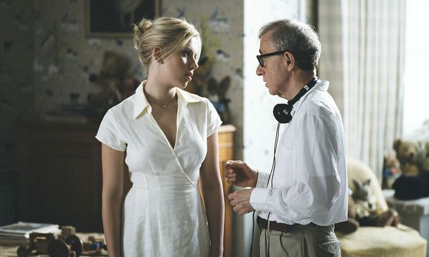"Scarlett Johansson mit Woody Allen am Set von ""Match Point""."