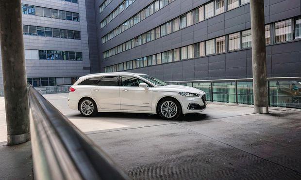 Ford Mondeo Hybrid Traveller: in Ausstattung Vignale ab 46.950 Euro. Ein Verbrauch im niederen Sechsliterbereich ist mühelos drin.