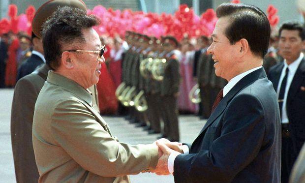 Der verstorbene nordkoreanische Diktator Kim Jong-il und Südkoreas Ex-Präsident Kim Dae-Jung.